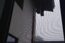 下午,天气渐渐云集,幸亏在暴雨之前赶了回来.... 山上暴雨如注、雷声大作,屋顶水花四射、流水潺潺,