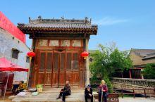 丁村民俗文化馆位于襄汾县城南5公里处,西傍汾河水,东依东陉山。这里的民居建筑是明清时期的建筑,有着四