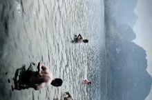 东北汉子包船水上用餐,吃饱喝好下水游泳。不亦乐乎!