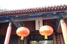 河北保定靠近北京,直隶总督府就在保定,对面是中国十大名园之一的古莲花池,里面有个莲池书院,此园林在北
