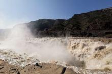 壶口瀑布,山西侧,真的很壮观 势如万马奔腾,水声咆哮宛若雷鸣,更有水雾蒸腾虹桥跃于两岸,蔚为大观
