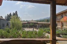 但是到江西赣州信丰的移除流一览的时候,拍摄的照片这里在大山环抱中是一座山庄,环境非常的优美,可以在这