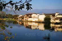 南湖位于宏村南首,建于明万历丁未年,因为时代发展村民日渐增多,光靠月塘蓄水已不够用,在明朝万历年间开