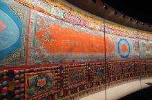 一生只做一件事,太敬佩了! 宗者拉杰策划设计创作的《中国藏族文化艺术彩绘大观》,是青海藏文化博物馆的