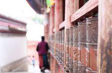 塔尔寺是中国藏传佛教格鲁派(黄教)六大寺院之一,也是青海省首屈一指的名胜古迹和全国重点文物保护单位。