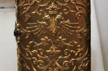 圣彼得堡法贝热博物馆(四):今天呈现在大家面前的还是皇室专用的奢侈品,看看图一的俄罗斯国徽,工艺做得