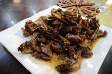 靖西原生态住宿:一楼餐厅,当地人都喜欢,推荐水草炒鸡蛋(幼嫩香滑,带着自然的清新)、黄皮炖鸭子(鸭子