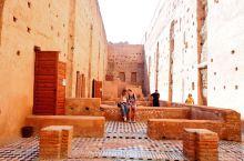 巴迪皇宫,马拉喀什最不可错过的景点之一。 巴迪皇宫建于16世纪,原本有360间豪华的房间,一个巨大的