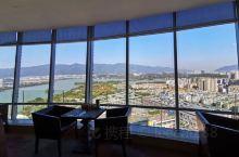 环境不错,视野开阔,360度俯瞰肇庆市。但服务和出品太一般了。