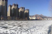 河北省承德市围场满族蒙古族自治县天气晴朗,空气清新舒适宜人,冬季到这里旅游也是另一种风景。这个季节游