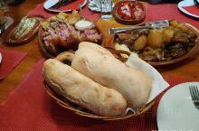 2019-9-23 在贝尔格莱吃完这顿大餐就将奔赴尼古拉斯机场中转伊斯坦布尔新机场回国了,旅行总是短