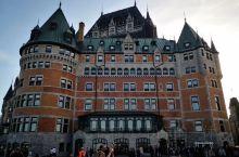 魁北克古城 魁北克古城区  ,建于1829年,位于加拿大东部魁北克省省会魁北克市内,保存着完整的城防