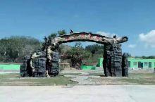 """神木园维吾尔语就是""""库尔米什阿塔木麻扎"""",为传经圣人的坟地,是历史上伊斯兰教集会和朝拜的圣地。库尔米"""