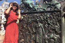 """圣马可广场(Piazza San Marco)又称威尼斯中心广场,被拿破仑称为""""欧洲最美的会客厅""""。"""