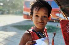 缅甸,佛光普照的国度。最近有幸去了缅甸曼德勒和蒲甘,这个国家经济落后,但人民幸福指数高。基础设施大概