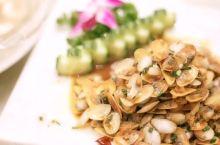 洋山岛地处钱塘江入海喇叭口,咸淡水交汇,滩涂细软,生长的海瓜子即有淡水贝壳的柔绵,又有咸水的厚味,被