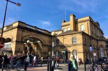 #约克火车站#     约克虽然是北英格兰的中心城市,但是约克城市并不大,火车站的规模也不是很大。