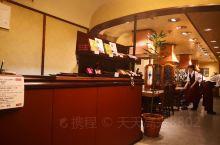 神户有很多家神户牛专卖店,我们去的是大井肉店从元町走路20分钟吧,楼下门店是卖生肉的,肉质真是新鲜,