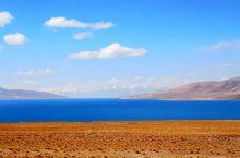 江湖上著名的蓝色妖姬 当惹雍错 湖水为咸水 水深大 所以湖面呈现出与众不同的蓝色 这里位于那曲最西边