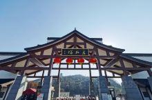 采石矶位于安徽省马鞍山市,南接著名米乡芜湖,北连六朝古都南京,峭壁千寻,突兀江流,历史悠久,名胜众多