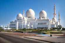 两项奢华传奇的,谢赫扎耶大清真寺!  谢赫扎耶德清真寺 耗资55亿,阿联酋最大最奢华的清真寺;是唯一