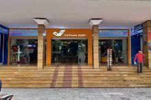 河内邮政局,就在环剑湖旁,营业厅够大,够气派,可办理很多业务,游客也可以购买精美的明信片,并寄给亲朋