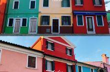 喂着我的阿兹猫每天骑着扫把就出发   彩色的屋子连接成片,赋予了岛屿完整丰富的色彩。  在这里,我就
