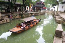"""同里,是典型的江南水乡风貌,位于苏州市吴江区,是江南六大古镇之一。         同里以""""醇正水乡"""