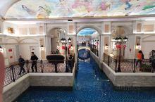 威尼斯小镇,里面购物,尝美食特别方便,还可以坐船体验一波,看到那个水干净的就特别想下去游泳,特别值得