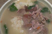 壹号茶餐厅        这次试试猪杂饭,30元一份。一大碗饭端上来,卖相还行(见图一)。里面有猪肚