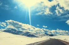 最美的风景在路上,国道318最美风景线。 一个人旅行,也许会迷路,也许会走错地方,甚至可能会遇到坏人