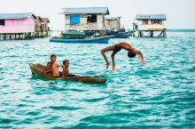 再过一个月就去仙本那了,但那是前年的事。蔚蓝大海,巴瑶族人独木舟、潜水、捉龙虾,尽管居无定所,却是自