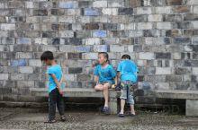 皤滩古镇位于浙江省台州市仙居县皤滩乡,距仙居县城西约25千米处。早在公元998年前,这里就因水路便利
