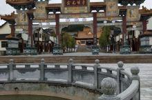 诏安金光明寺是释迦牟尼佛自身的道场,也是佛法正法利国利民大公益事业的具体实现。金光明寺奉持释迦牟尼佛