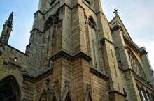 圣赛芙韩教堂是巴黎第五区的一座天主教堂,左岸拉丁区最古老的教堂之一,离巴黎圣母院不远,虽然圣赛芙韩教