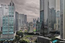 印度尼西亚的首都雅加达是个拥挤和充满活力的地方。印尼本身不算富有,虽然是东南亚地区人口最多的国家,但
