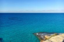 亚历山大马特鲁是埃及最美的海洋公园,这里有着许多景色奇异的小岛,这里的海水蓝的简直令人发指。感觉就是