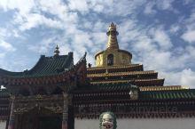 古老的藏传佛教圣地,充满了民族风情,特别适合躁动的心灵得到洗涤,希望大家都能去体会一下,学一点佛教文