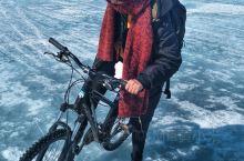 在贝加尔湖上骑行30多公里,想问你敢不敢?  贝加尔湖,世界上最深、蓄水量最大的淡水湖,1996年被