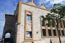 每个社区都有犹太教堂,周六安息日有宗教活动。
