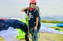 杭州·浙江  中国滑翔伞基地 地方不错很美,在山顶,大片的草坪风景很好,开阔像草原一样… 在南方的杭