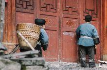"""德夯苗寨,探访湘西""""苗鼓之乡""""的原始村落  在湘西的众多山寨种,有一个寨子地处深山的大峡谷中,同时还"""