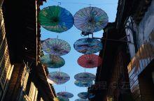 丽江古城,因为之前来过,这次只是中转,早上到达,在酒店休息到傍晚出去觅食和看夜景,古城最热闹的地方不