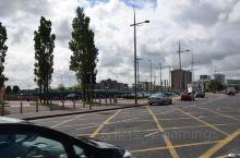 北爱尔兰首府贝尔法斯特街景随拍之三。在欧洲也是到处都能看到KFC及麦当劳🍔。据说贝尔法斯特的建筑风格