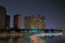 龙湖夜景美。