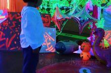 """克里斯托世界巡展 宝龙艺术中心开了一个很抽象的展……克里斯托,由Crystal音译而来。介绍说""""克里"""