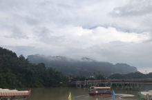 十年前来过丹霞山,只是上山看看阳元石就走了。再访丹霞山,整个景区已大变样,成熟多了。这次重点游水上丹