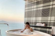 三亚 大东海 傲途格酒店,房间有点大  海景房视野很棒, 躺床上可以看日出 早上都是被徐徐上升的阳光