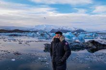 走在欧洲最大的冰川,感受大自然鬼斧神工般的魅力。  在凛冽的冬日泡上一发温泉。