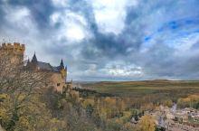 保护很好的小镇.古城堡.教堂感觉回到了中世纪,必吃的当地美食烤乳猪.白豆煮香肠。 【景点攻略】 详细
